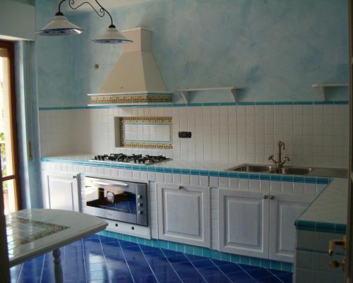 Cucine In Muratura Vietri ~ idee di design per la casa